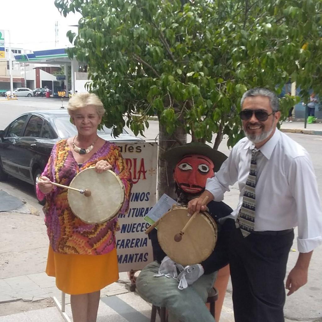 Con Lidita en Calle Rivadavia y mi amigo el Pujllay